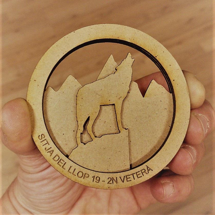 Medalla tres capes fusta