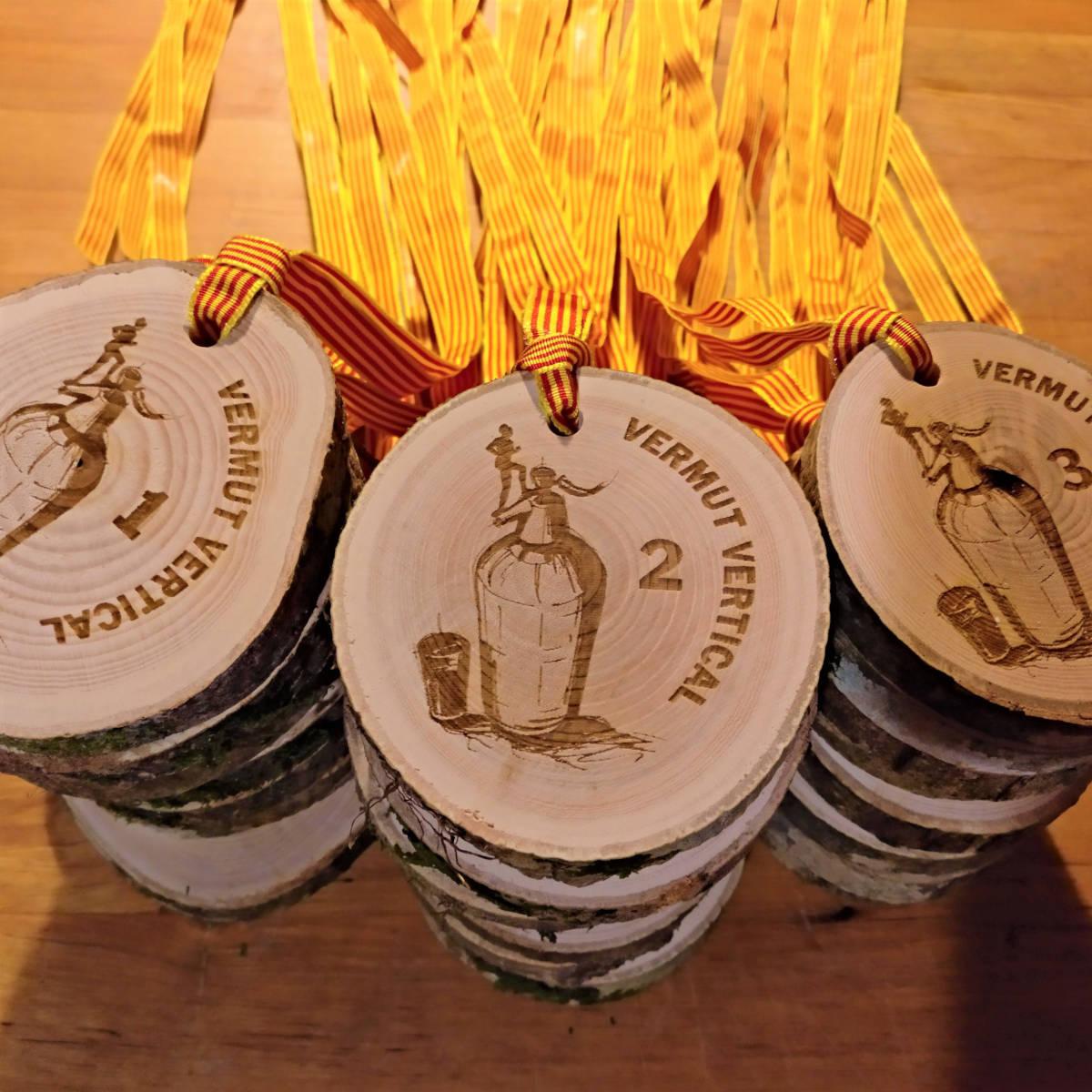 Medalla fusta Vermuts Verticals