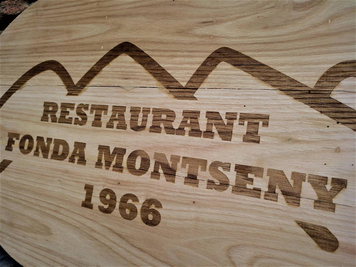 Rètol fusta de castanyer Fonda Montseny